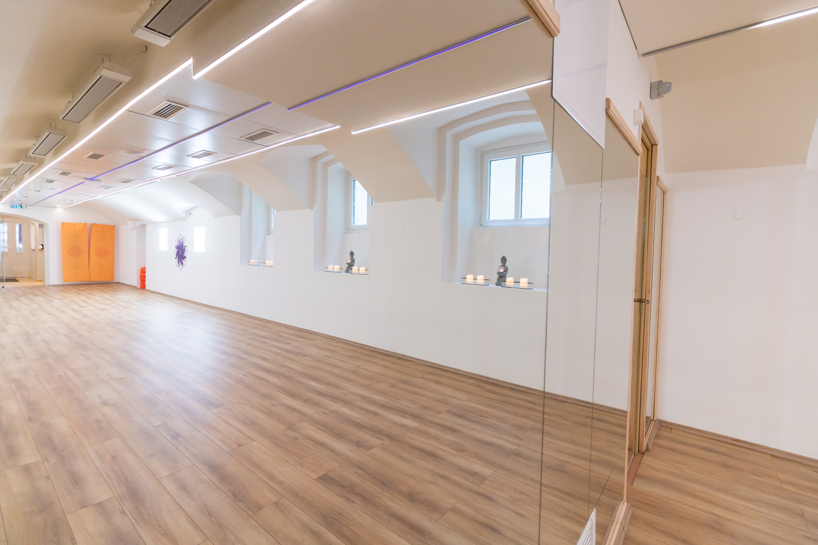 Bajza Bikram - Stúdió